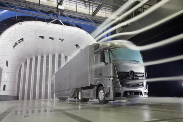 Mercedes Benz Aerodynamics Trailer Cuts Air Resistance By