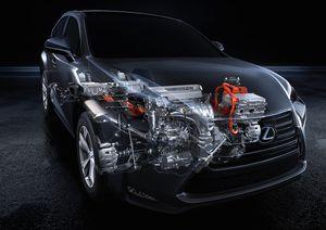 2015_Lexus_NX_300h_033