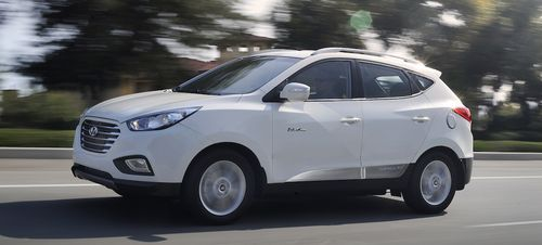 Hyundai Delivers Keys To First Tucson Fuel Cell Customer