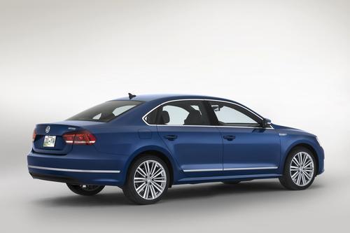 Volkswagen_Passat_Blue_Motion_Concept_3__mid