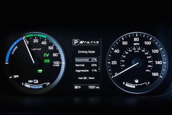 2016 Sonata Hybrid PHEV_Interior (19)