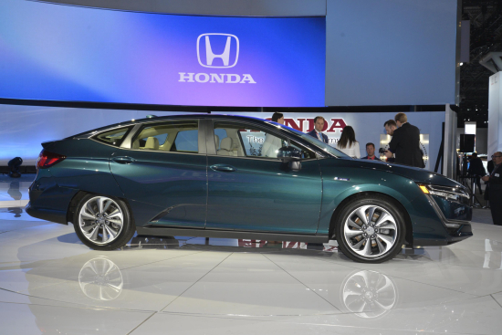 Honda Introduces Clarity Plug In Hybrid And Clarity Electric At New