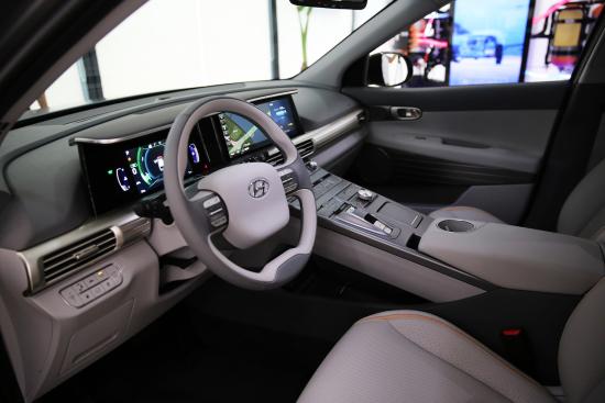 170817 Hyundai Motor's Next-Gen Fuel Cell SUV_2-2