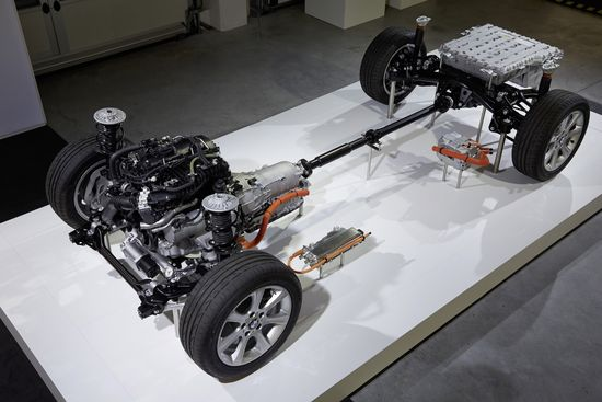 Awd Electric Car >> Bmw Reveals 3 Series Plug In Hybrid Prototype With 117 5 Mpg