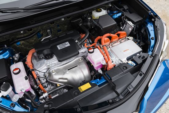 2015_NYIAS_2016_Toyota_RAV4_Hybrid_031