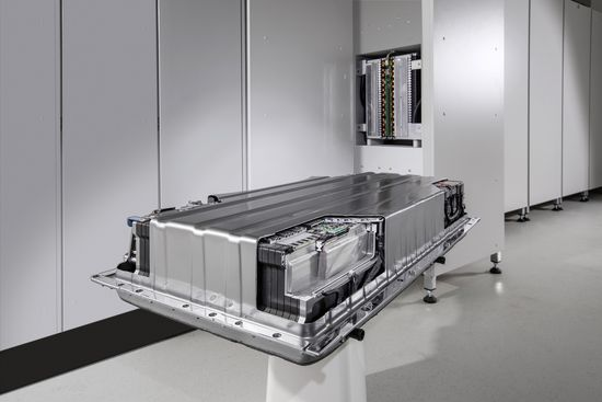 Daimler enters stationary energy storage market with ACCUmotive battery systems; 500 kWh unit already on line for grid stabilization