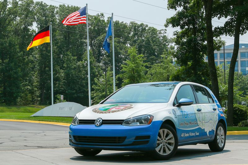 Golf_tdi_sets_guinness_world_records_achievement__5070