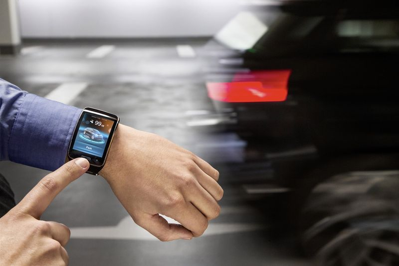 The driver has the i3 park itself in a multi-story garage using a smartwatch