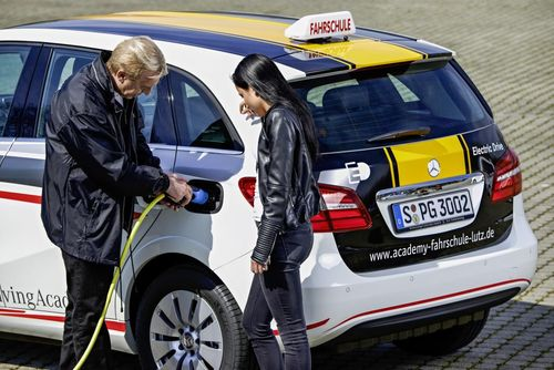 Daimler introduces electric mobility in driving schools in