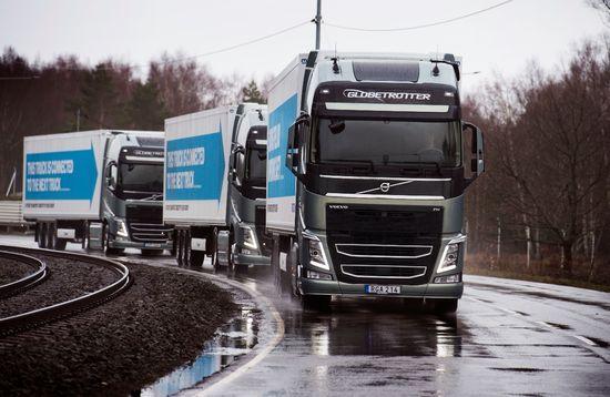 Volvo_platooning_11_driving_front