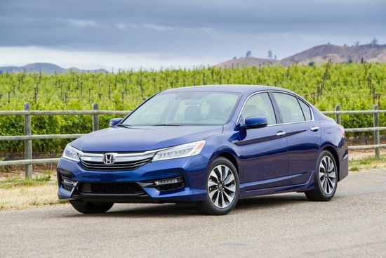 2017_Honda_Accord_Hybrid___1