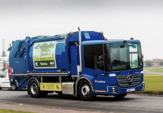 Mercedes-Benz-Econic-compresses-refuse-with-electric-tipper-body-Waste-collection-in-London-the-quiet-way