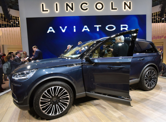Lincoln Unveils Aviator Three Row Plug In Hybrid Suv Production Preview At New York Show