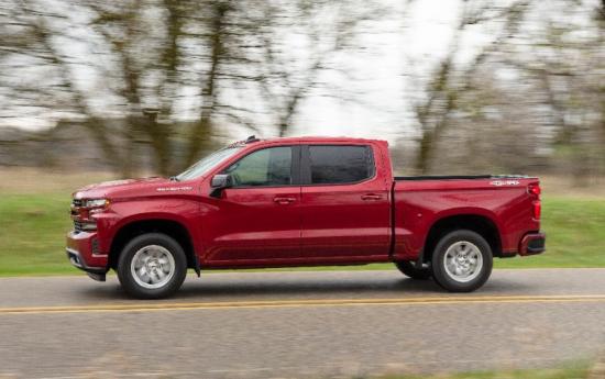 2019-Chevrolet-Silverado-RST-022