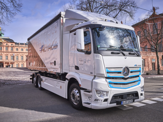 Mercedes-Benz delivers electric eActros heavy-duty truck to Logistik Schmitt for testing; countering catenaries