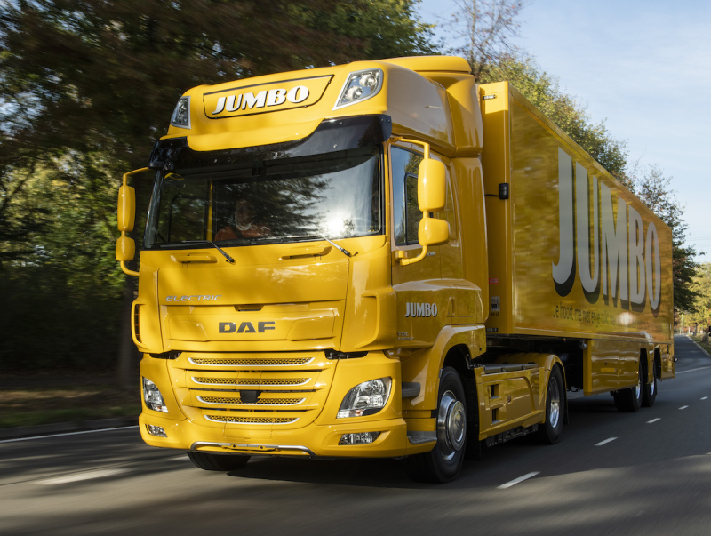 Jumbo-takes-delivery-of-first-DAF-CF-Electric-02