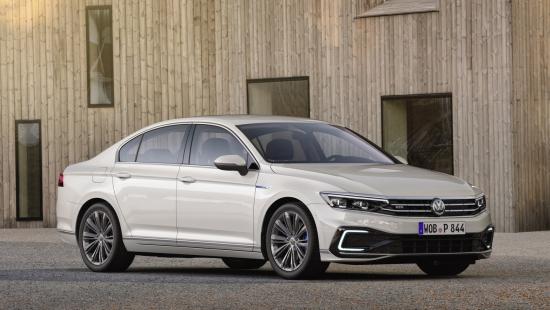 Updated Volkswagen Passat to offer upgraded PHEV version