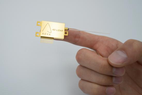 4D_LIDAR_Chip_Hand