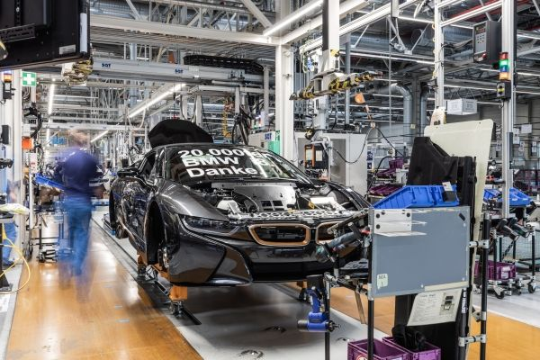 P90379127_lowRes_bmw-i8-roadster-asse