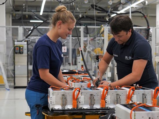 Bmw Group Accelerates Expansion For Production Of Electric Powertrain Components At Plant Dingolfing Green Car Congress
