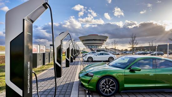 High_porsche_turbo_charging_rapid_charging_park_leipzig_2020_porsche_ag