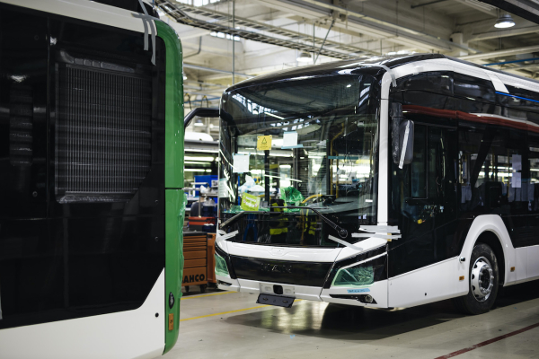 MAN Truck & Bus starts series production of the fully electric Lion's City E