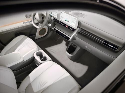 Large-45013-HyundaiIONIQ5RedefinesElectricMobilityLifestyle